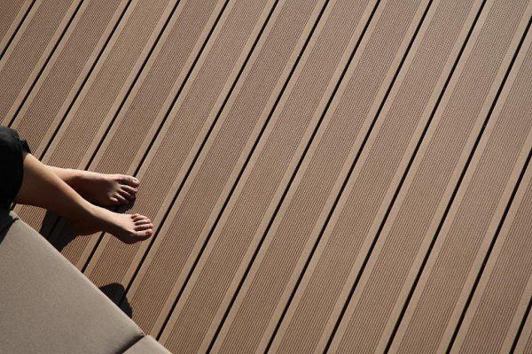 1_ambiance_terrasse_elegance_rainuree_brun_exotique_138_web-1024x682